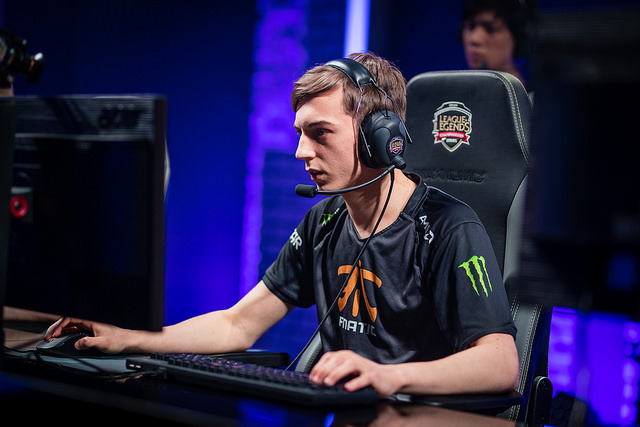 "Le midlaner de Fnatic, Ramus ""Caps"" Winther"